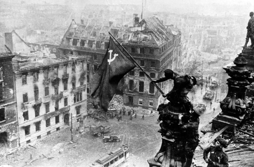 Вспоминая Великую Отечественную, не будем забывать, что наряду с теми, кто шел завоевывать нашу землю под фашистскими лозунгами, были и другие немцы, наши.