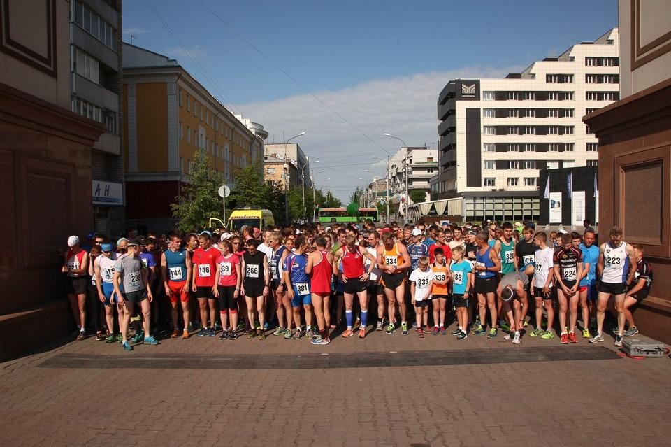 Напомним, марафон «Июльская жара» проходит в Красноярске уже в пятый раз. Название забега говорит само за себя: во время проведения марафона в нашем городе, как правило, стоит жуткая жара. Фото: Красспорт.