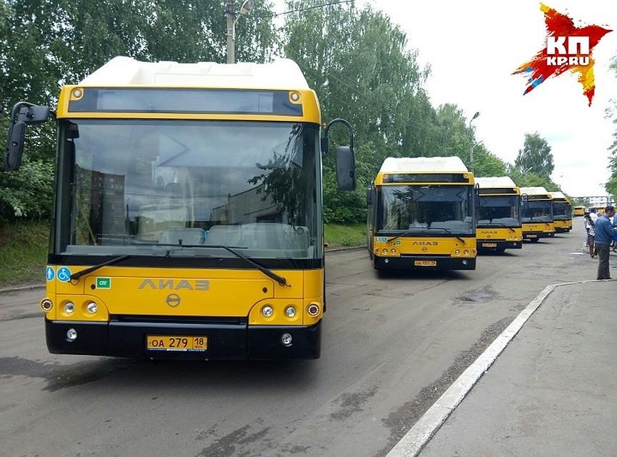 Автобус член ей между ног