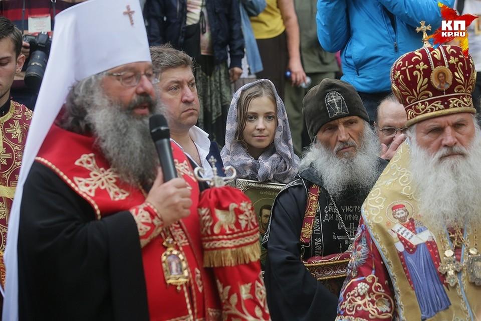 Наталья Поклонская пронесла икону Николая II Фото: Екатеринбургская Епархия