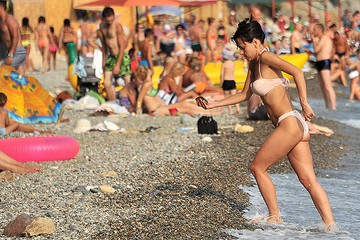 Отдыхом в Крыму туристы довольны, но их стало меньше