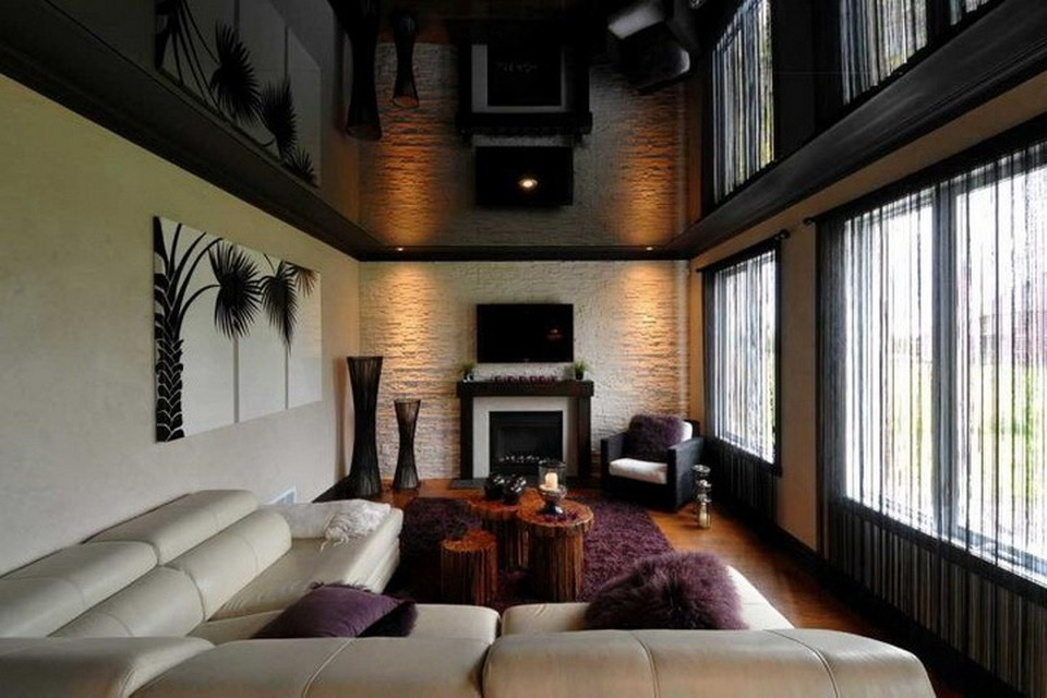 Глянцевое покрытие подойдет для комнат с низкими потолками. Фото: www.topceilings.ru