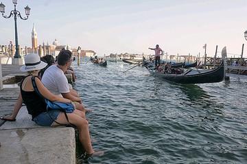 В Венеции туристам запретили купальники и велосипеды