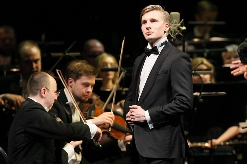 Михаил Гаврилов несет высокое искусство в массы. Фото: личный архив певца