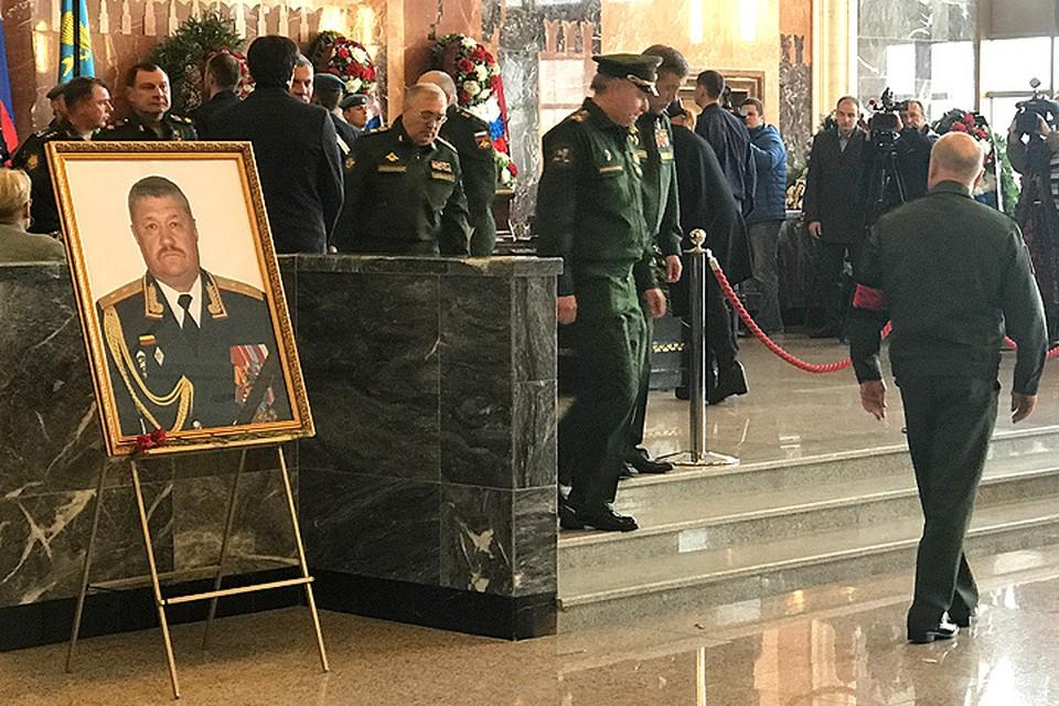 Состоялись похороны погибшего в Сирии генерал-лейтенанта Валерия Асапова.