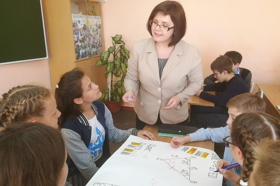 Наталья Екушева на уроке с учениками. Фото с персонального сайта учителя.