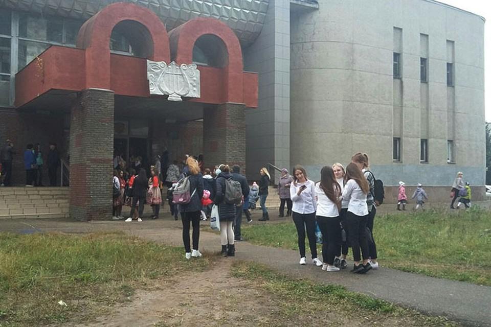 В Нижнем Новгороде вновь массово эвакуируют школы 5 октября 2017 года.