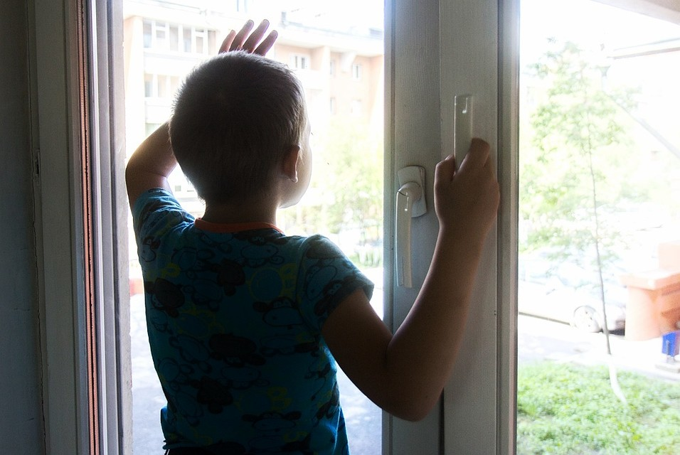 Дети-сироты, которых государство должно обеспечить жильем, регялярно становятся жертвами преступлений...