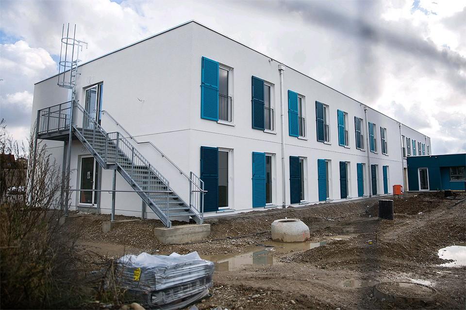 Здание одного из центров по размещению беженцев в Мюнхене.
