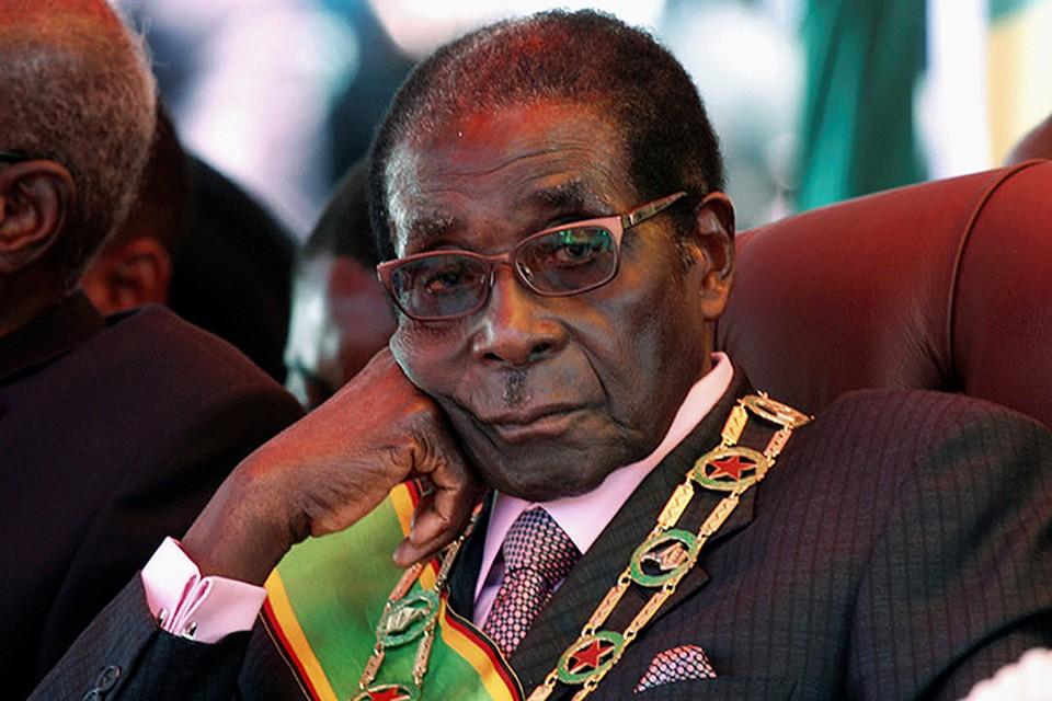 Роберт Мугабе правил страной с 1980 года