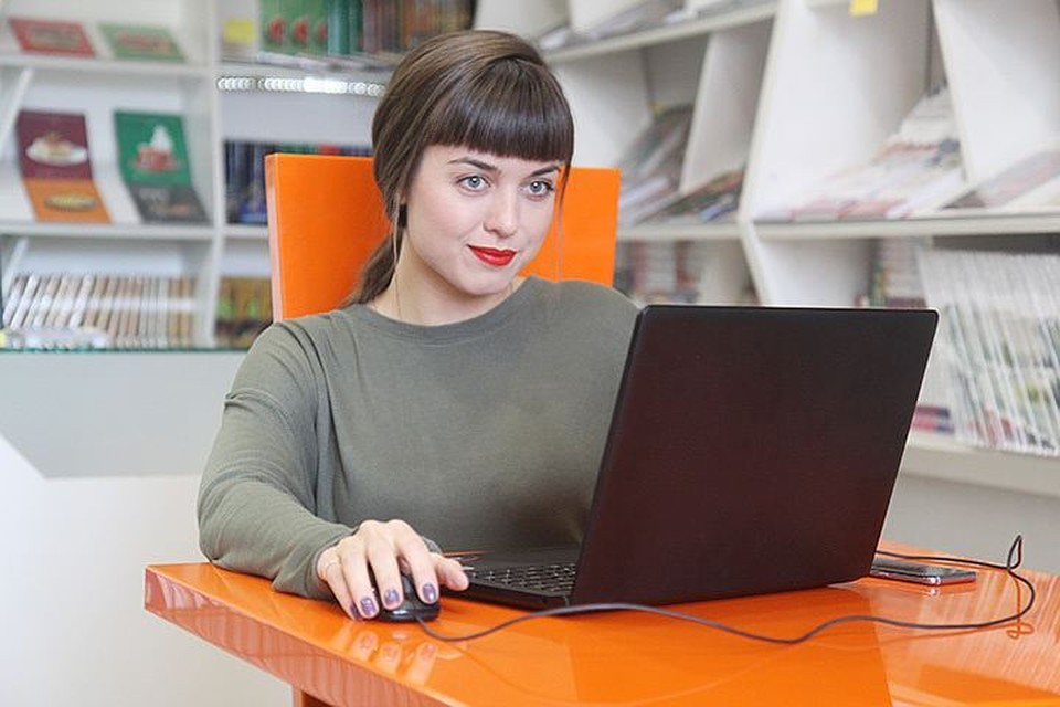 Чтобы воспользоваться электронными услугами Пенсионного фонда, нужно быть зарегистрированным на едином портале госуслуг - gosuslugi.ru