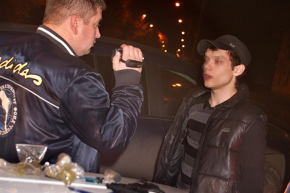 Подростков регулярно ловят за доставкой наркотиков. Фото: Алексей БУЛАТОВ