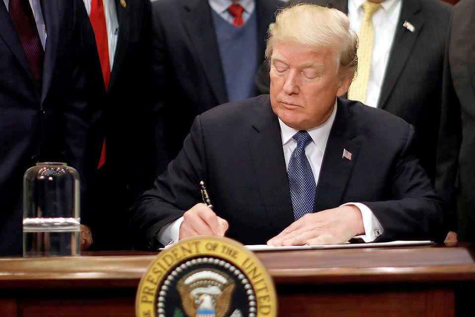 Дональд Трамп утвердил новый военный бюджет США.