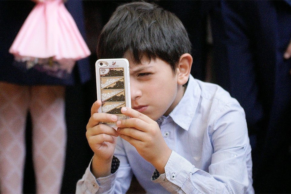 Так ли нужен смартфон школьникам? Пытаемся разобраться с экспертом.