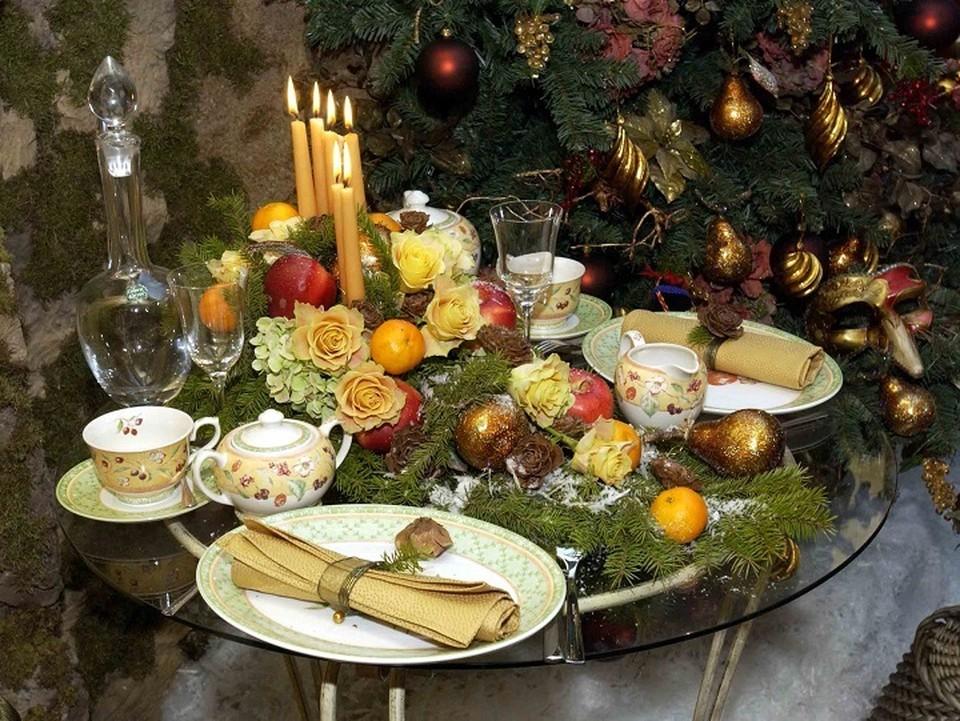 За новогодним столом главное - не еда, а хорошее настроение.