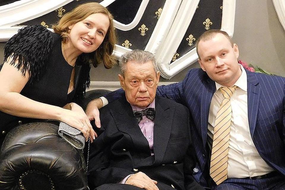 Николай Караченцов в окружении родственников. Фото: Максим ФЕДОРОВ
