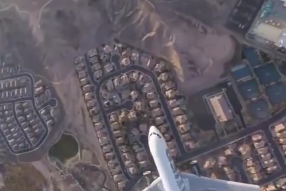 Появилось видео опасного сближения дрона с самолетом в США
