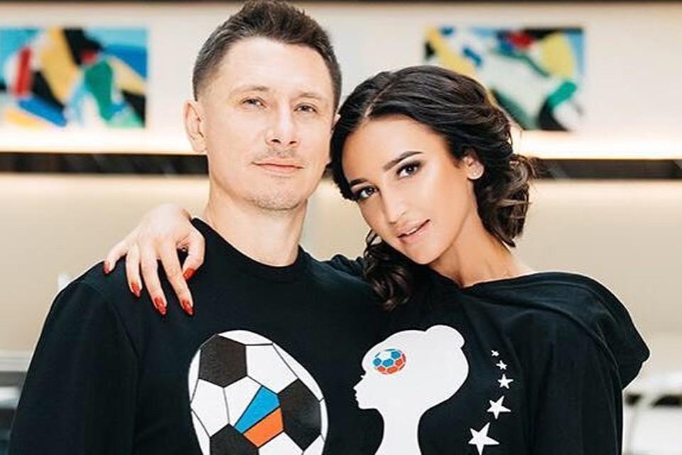 Ольга Бузова и Тимур Батрутдинов презентовали линию одежды к Чемпионату мира по футболу.