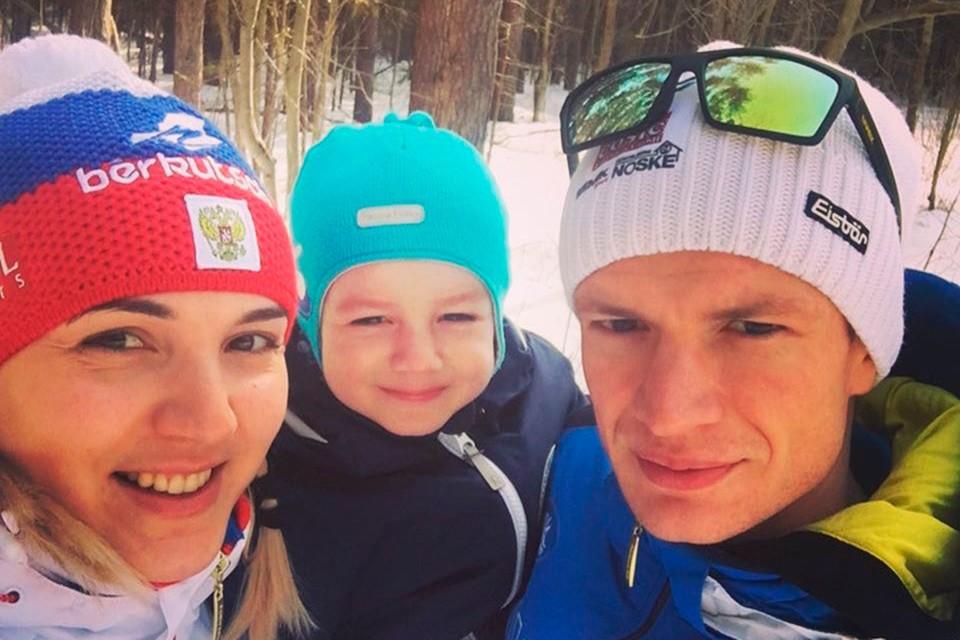 За трамплиниста Дениса Корнилова в Нижнем Новгороде остались болеть супруга Мария и сын Лев.