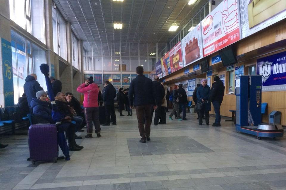 Пассажиры в аэропорту Орска