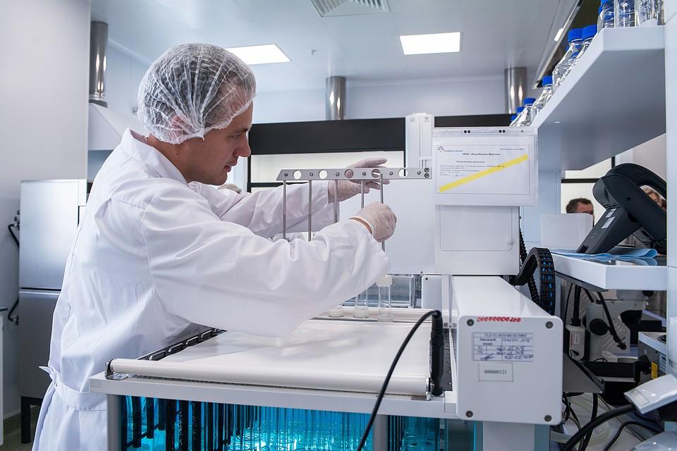 В фармацевтическом R&D-центре из уже известных лекарственных средств готовят комплексные препараты. Пациент вместо нескольких таблеток сможет принимать одну в день, при этом лекарства из нее в нужной очередности и количестве освобождаются в организме в определенное время. Фото: Гузалия ХАШИМОВА