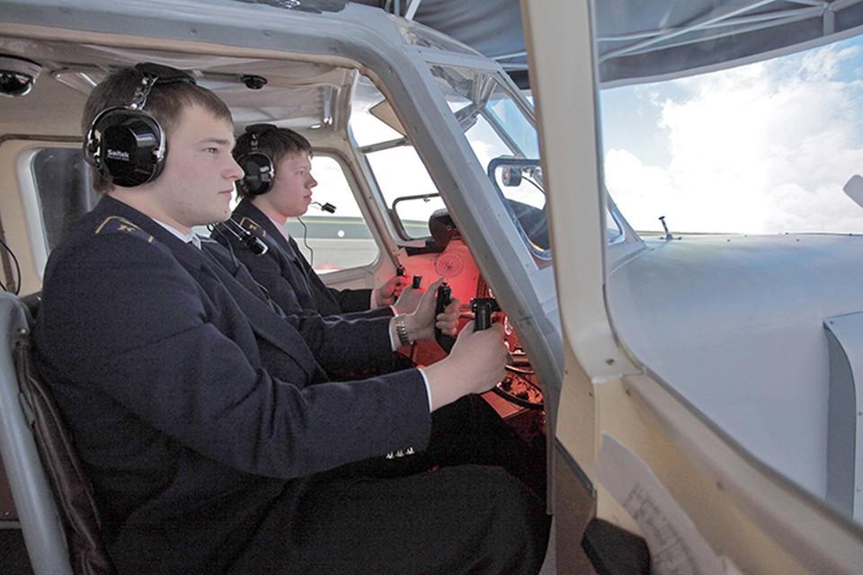 Учебных заведений, готовящих пилотов, на всю страну раз-два и обчелся. Фото ТАСС/ Марина Лысцева