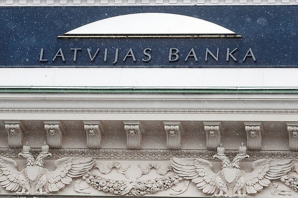 ЦБ Латвии перестал платить зарплату своему президенту, подозреваемому в коррупции