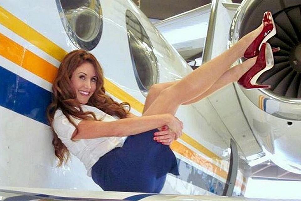 v-razdevalke-styuardess