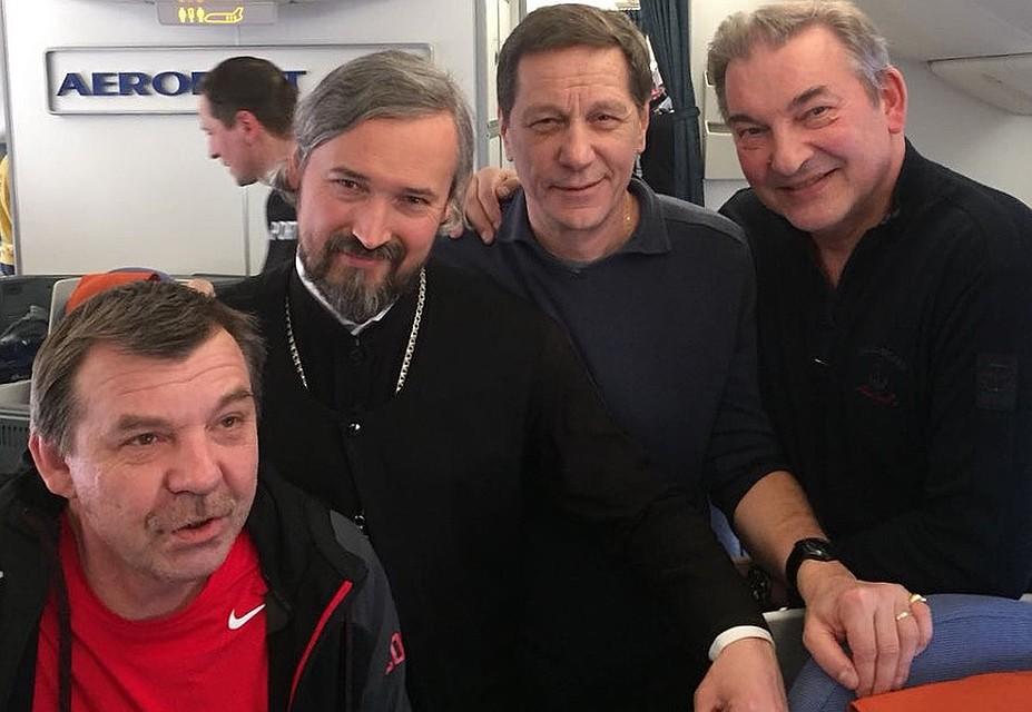 Отец Андрей Алексеев вместе с нашей сборной на пути домой. Фото из личного архива протоиерея Андрея Алексеева.