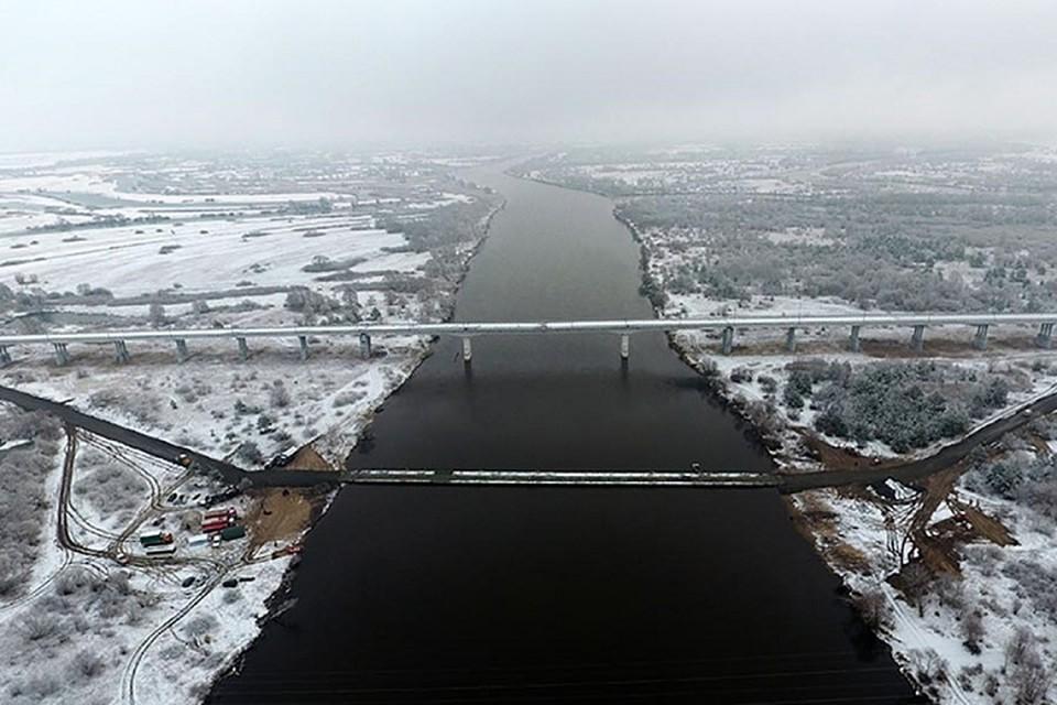 А на замену аварийного моста решено строить новый деревянный. Фото: Гомельское областное управление МЧС.