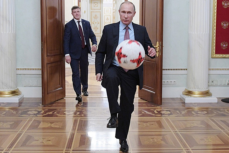 Картинки по запросу путин футбол