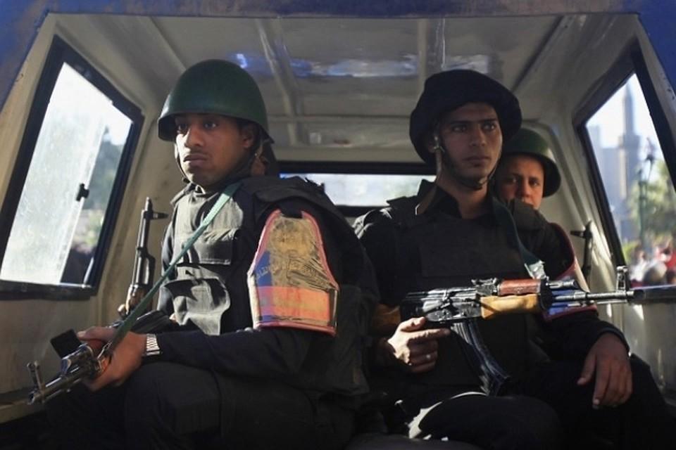 В египетской Александрии террористы подорвали автомобиль