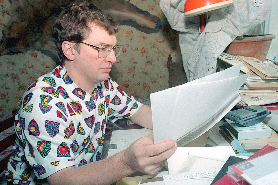 Сергей Мавроди в своей квартире, 1996 год.