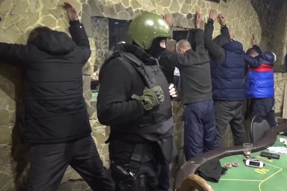 За покерным столом собирались до 10 игроков