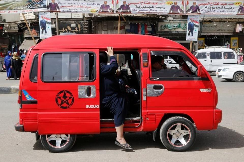 В Египте пассажирский микроавтобус столкнулся с грузовиком