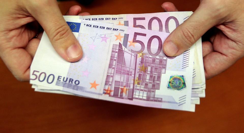 Курс евро продолжает расти