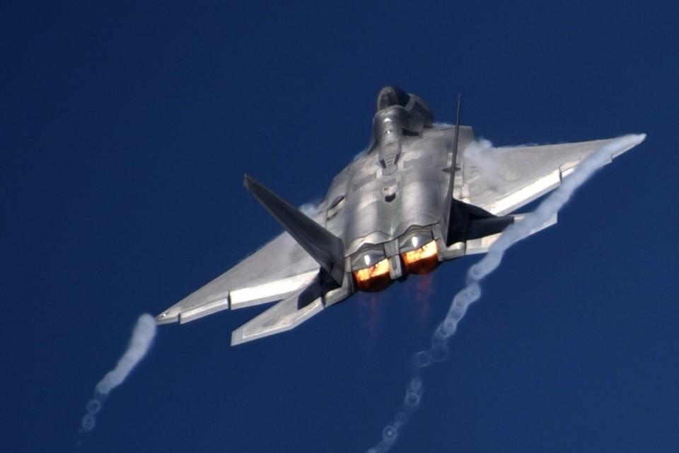 Американский истребитель-невидимка F-22 Raptor