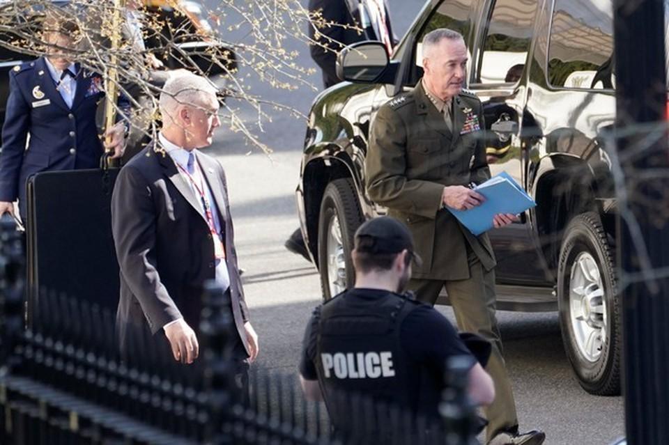 Американские военачальники покидают Белый дом после совещания у президента США