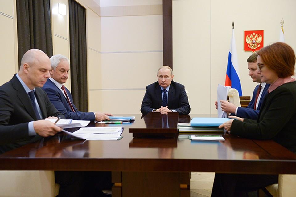 Владимир Путин провел в Ново-Огарево совещание с экономическим блоком правительства. Фото: Алексей Никольский/ТАСС