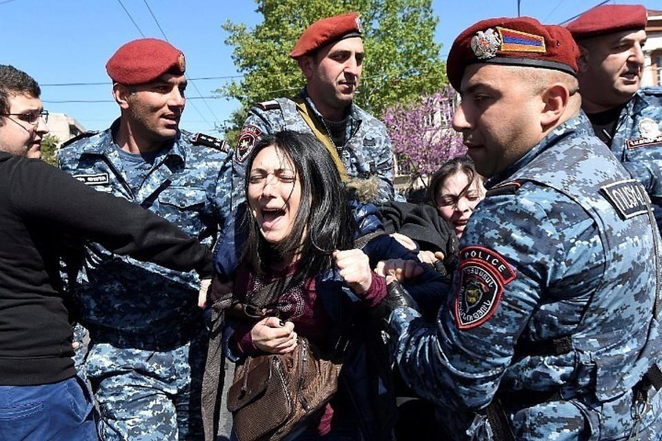 В Армении продолжаются протесты против назначения на премьерский пост бывшего президента страны Сержа Саргсяна