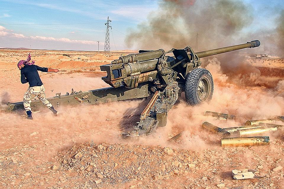 Работа сирийской артиллерии в провинции Хомс, 2016 год.