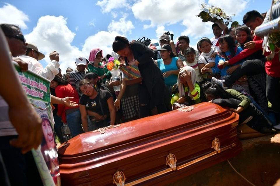 Похороны шаманки племени Шипибо-Конибо Оливии Аревало