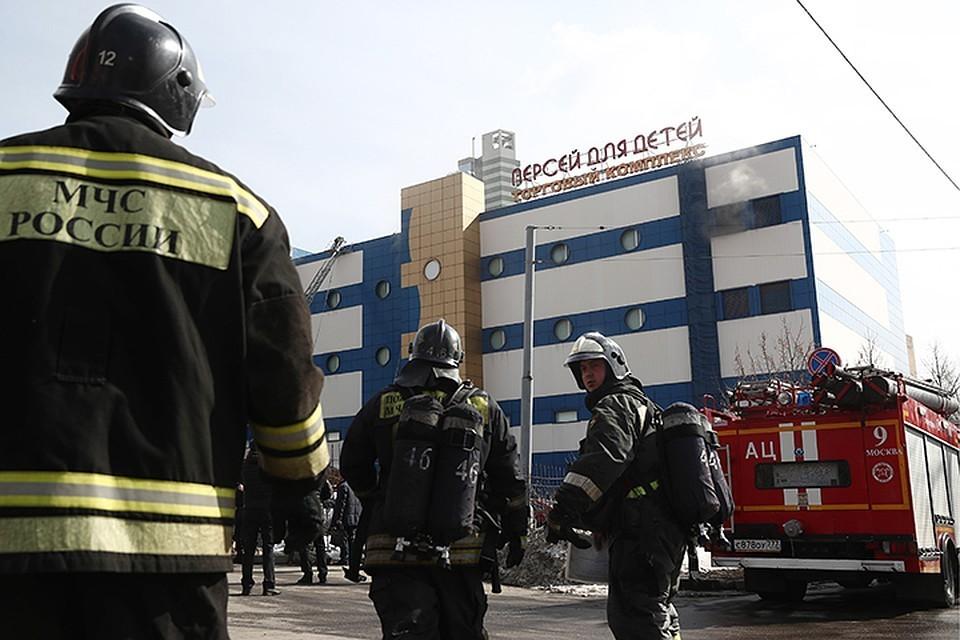 4 апреля в здании торгового центра на Малой Семеновской, дом 28, строение 19, произошел пожар. Фото: Валерий Шарифулин/ТАСС