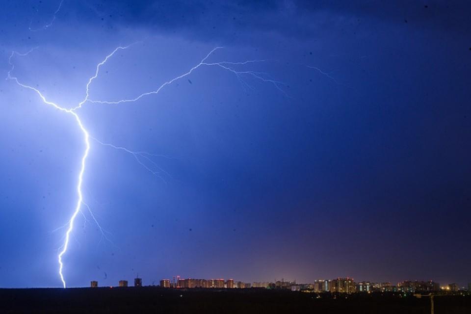 МЧС предупредило москвичей о грозе и порывистом ветре