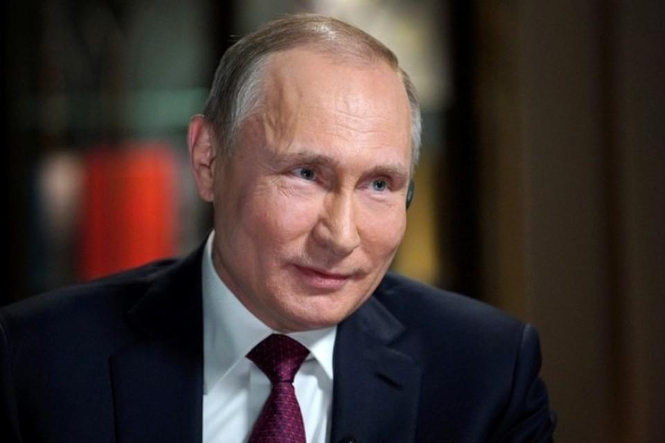 Президент России Владимир Путин поздравил пожарных с их профессиональным праздником