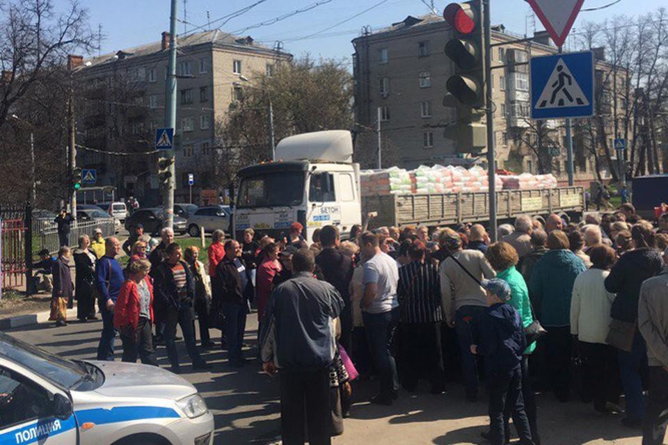 Жители Автозаводского района перекрыли проспект Ильича Соцсеть