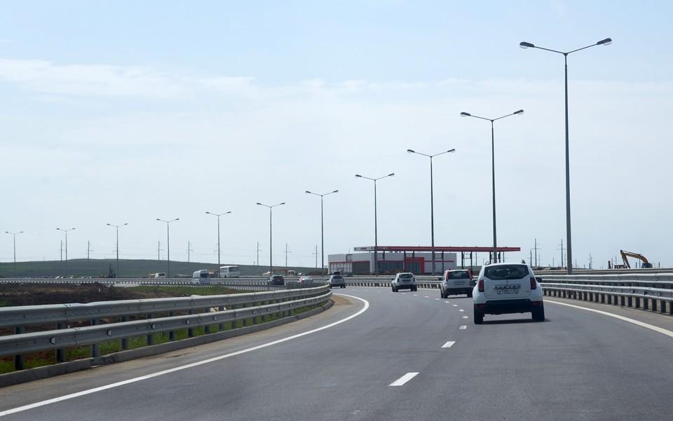 Разрешенная скорость движения по мосту 90 километров в час.