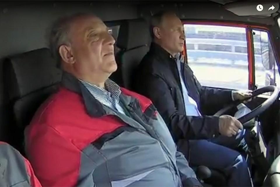 Владимир Путин проехал по Крымскому мосту за рулем