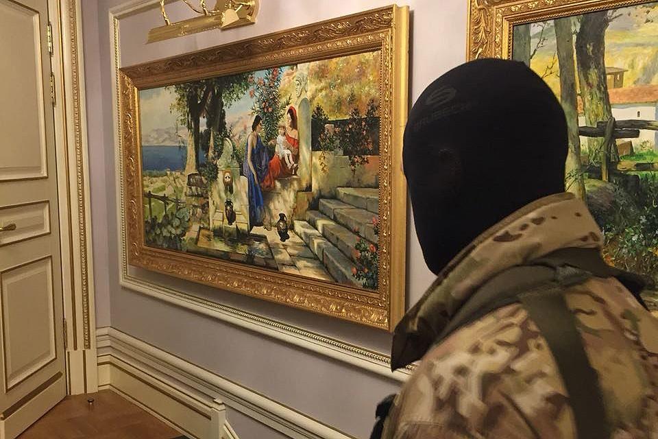 Во время обыска в доме у Григория Пирумова. ФОТО СК