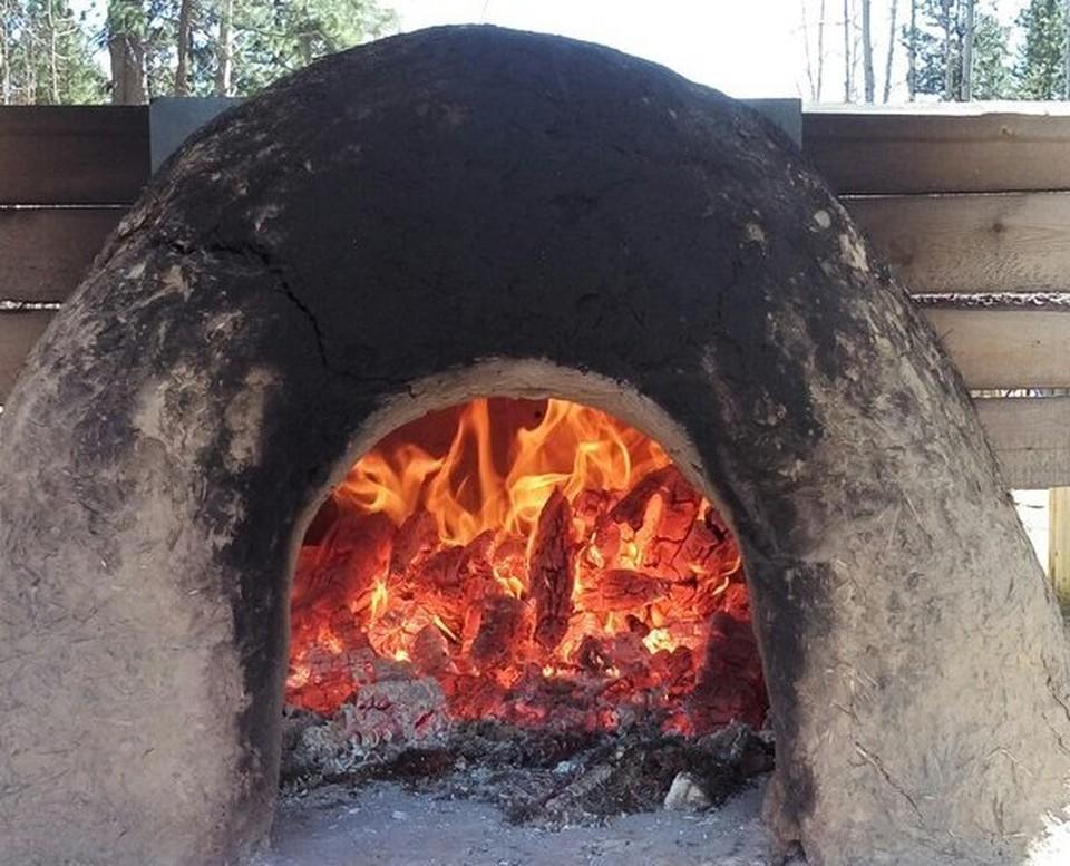 в этой печи пекли хлеб для гостей музея. Фото Галины Кондиной